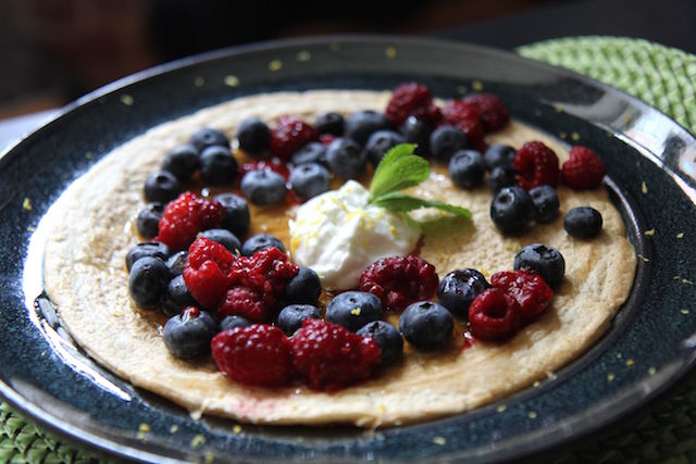 Bodybuilder Pancakes - Oats, Egg Whites and Healthy Toppings!